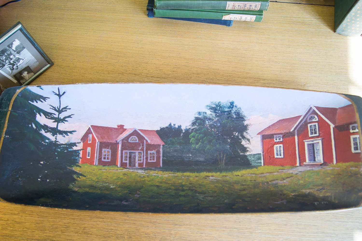 Painting red cabins by the sea 5 arcane objects for Cabin by the sea