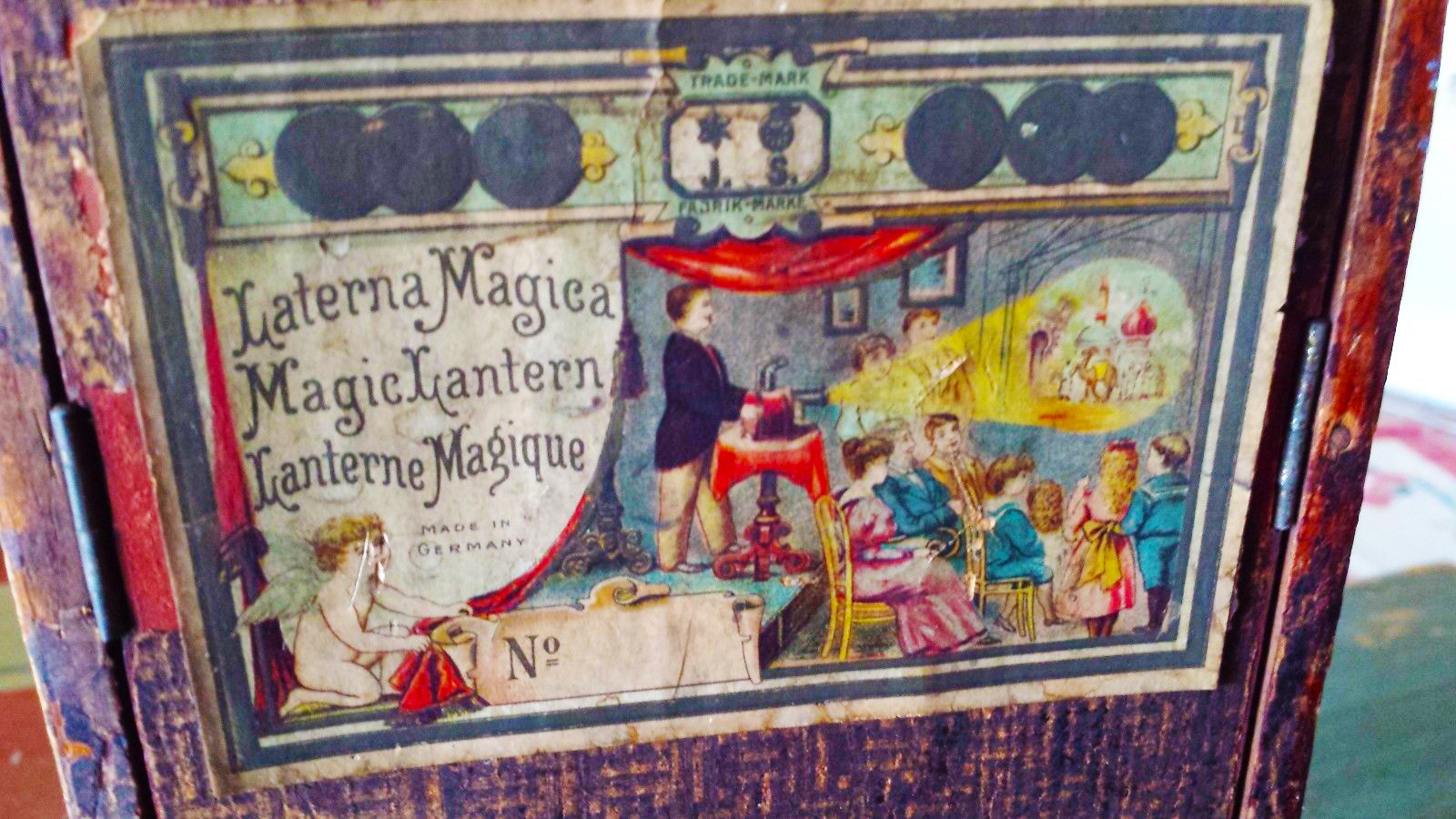 magic-lantern-label